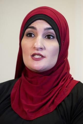 commencement_muslim_activist_02955